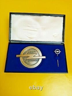 Neuf + Original Opel Plaque Insigne D'Honneur 100000 Km Fahrleistung